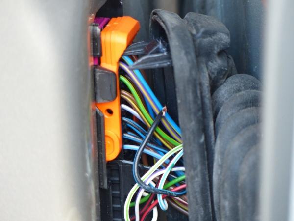 broken wire rubber door connector again skoda fabia mk ii rh briskoda net skoda fabia wiring loom fault