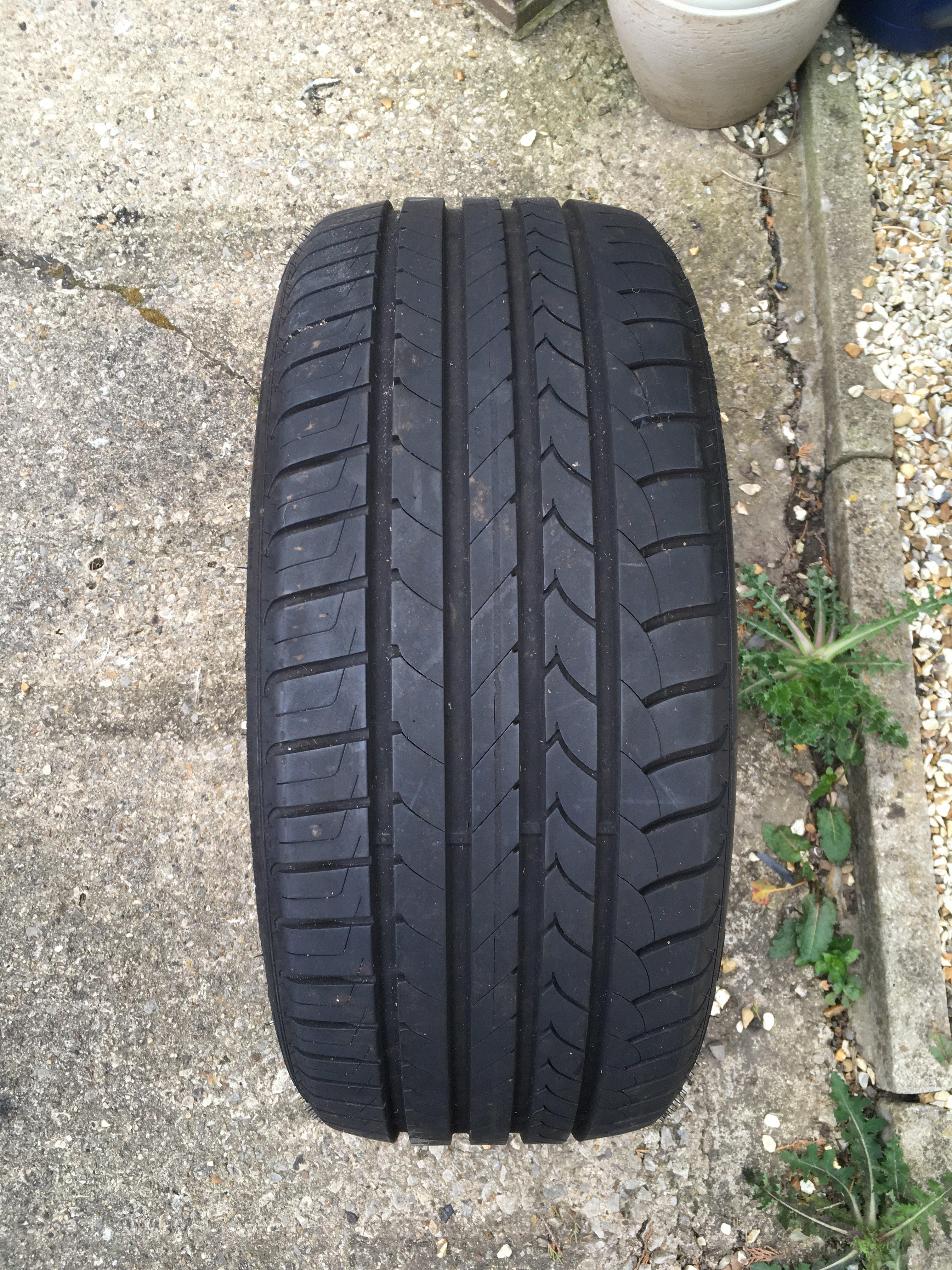 goodyear efficientgrip tyre 225 40 r18 92w wheels. Black Bedroom Furniture Sets. Home Design Ideas