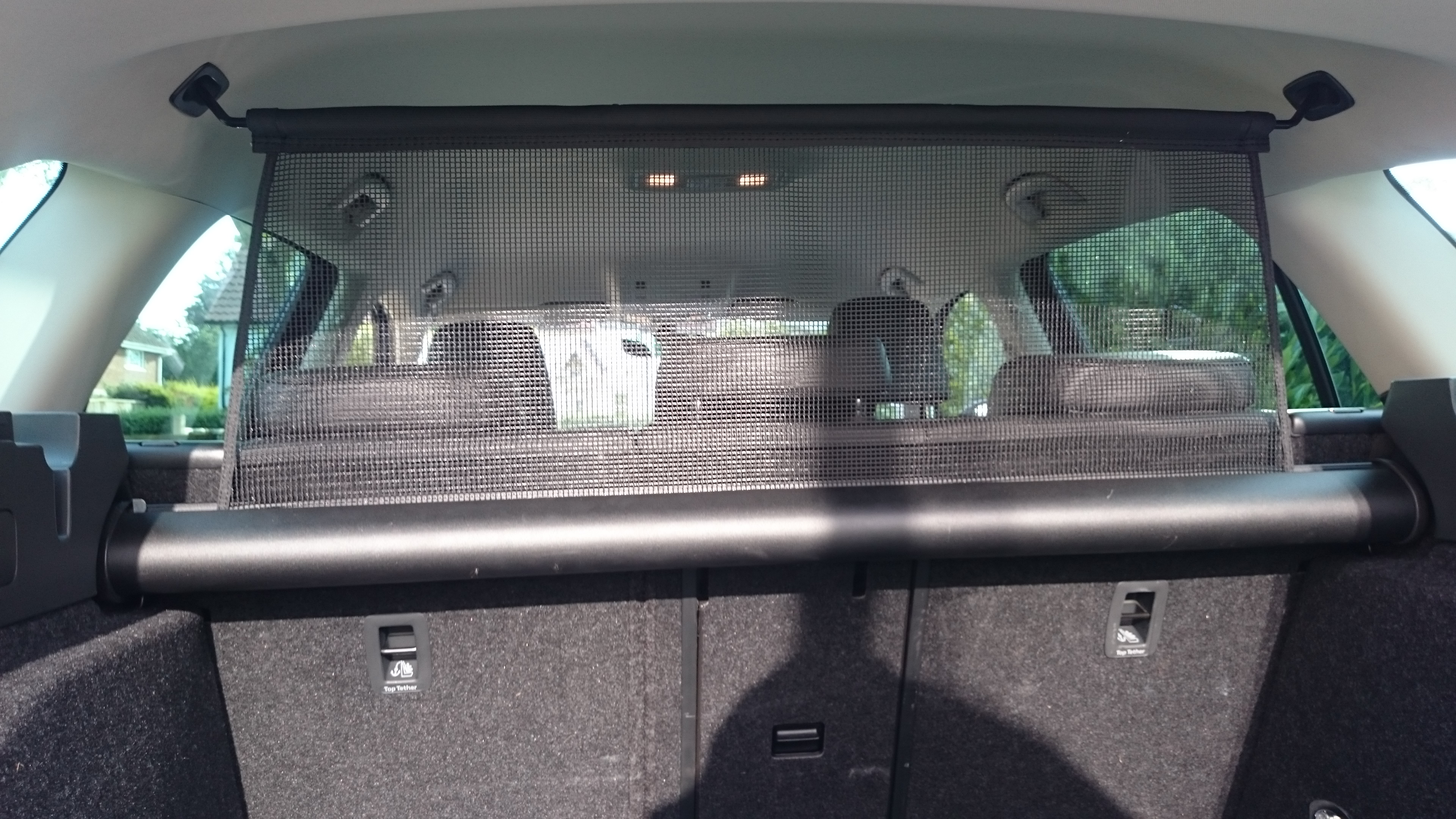 What To Do With Used Car Seats >> Roof fixings for partition net fitted by dealer - Skoda ...