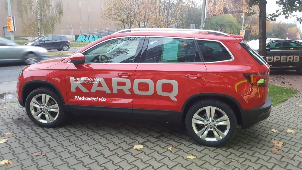 karoq in red photo skoda karoq briskoda. Black Bedroom Furniture Sets. Home Design Ideas