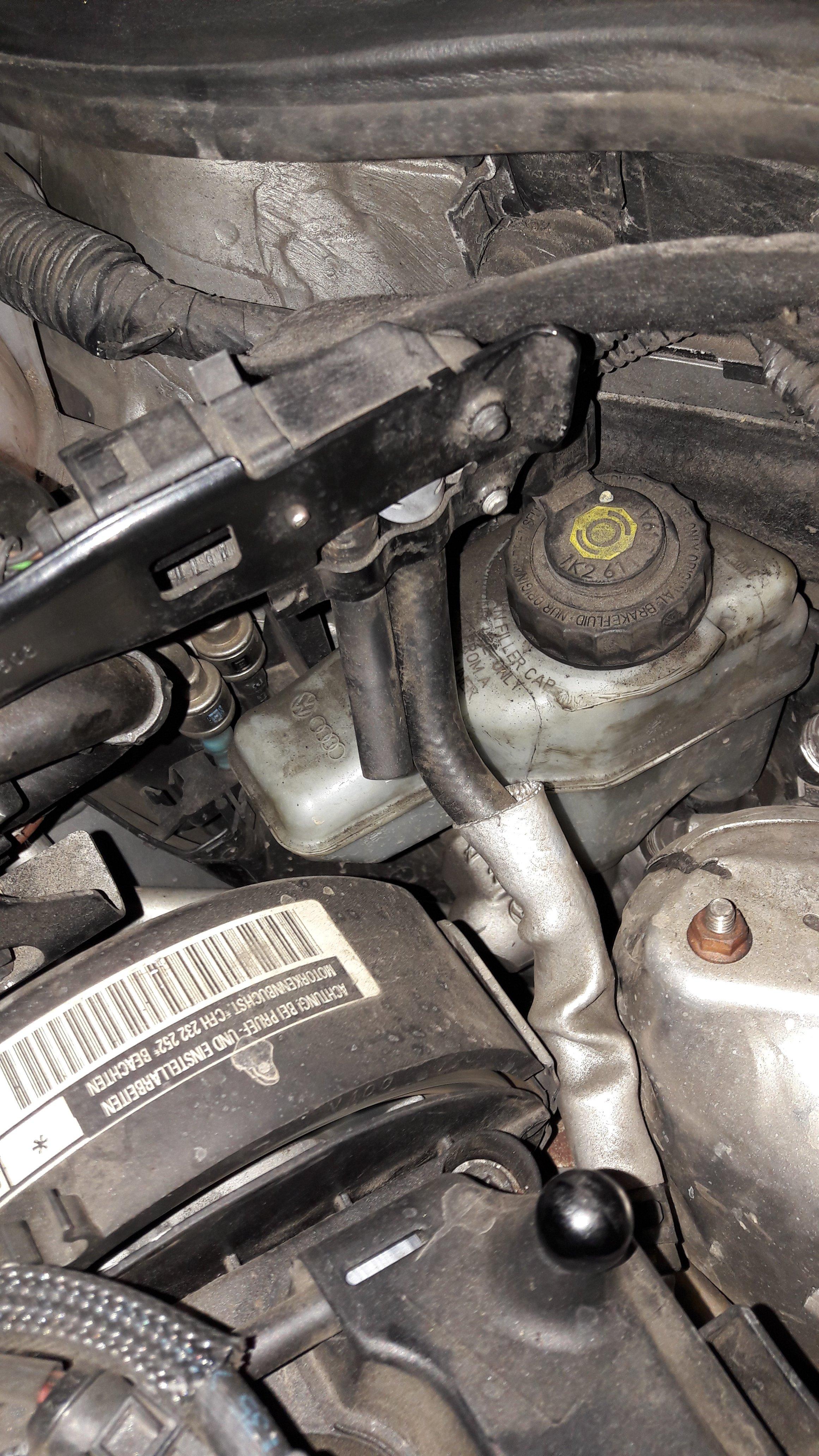Is this pressure sensor missing a pipe? - Skoda Octavia Mk II (2004