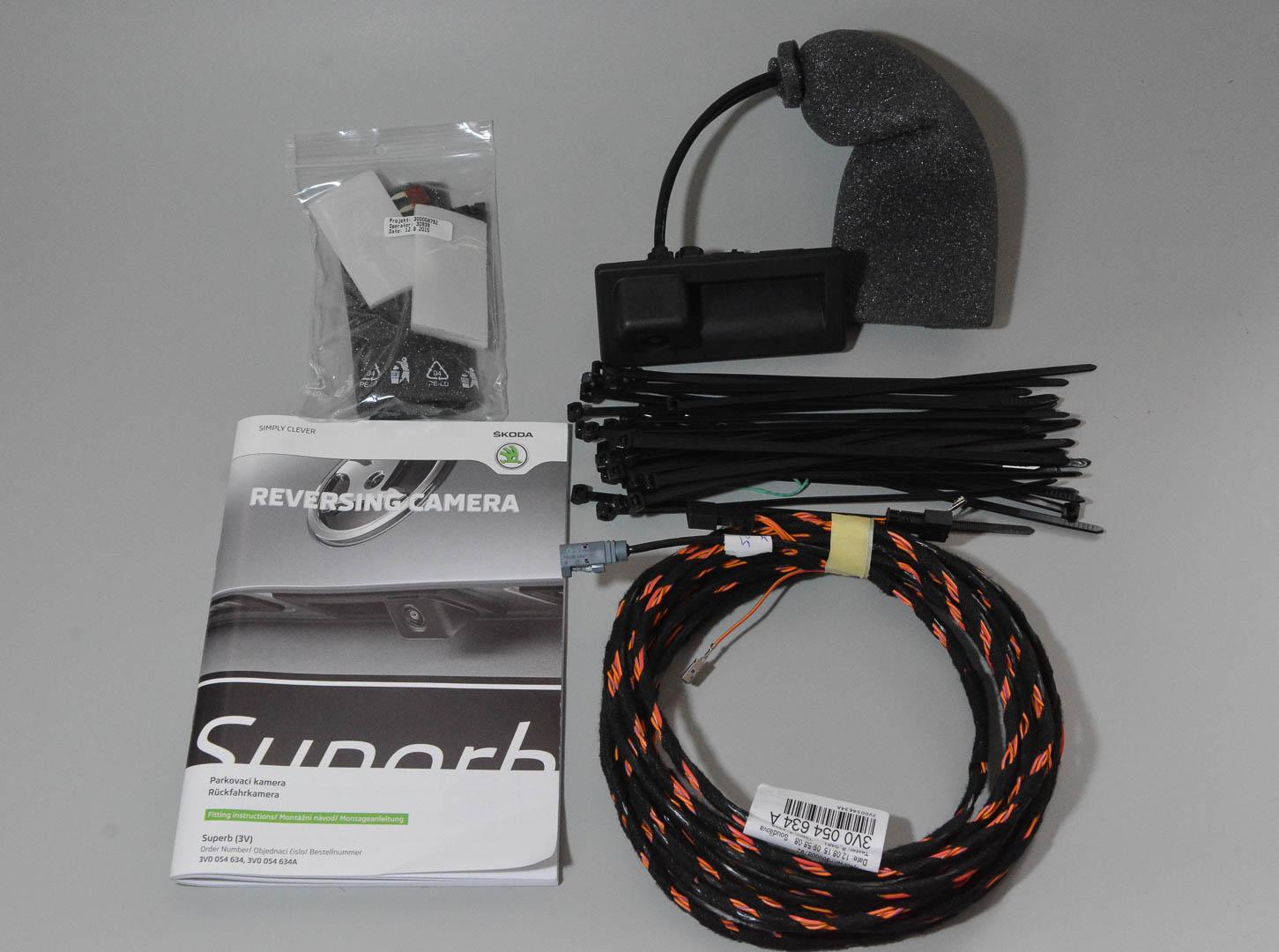 Unboxing Reversing Camera 3v0 054 634a Skoda Superb Mk Iii Wiring Harness Dsc 4536