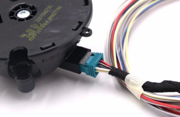 Reverse Mirror Tilt Wiring    Pin Assignments