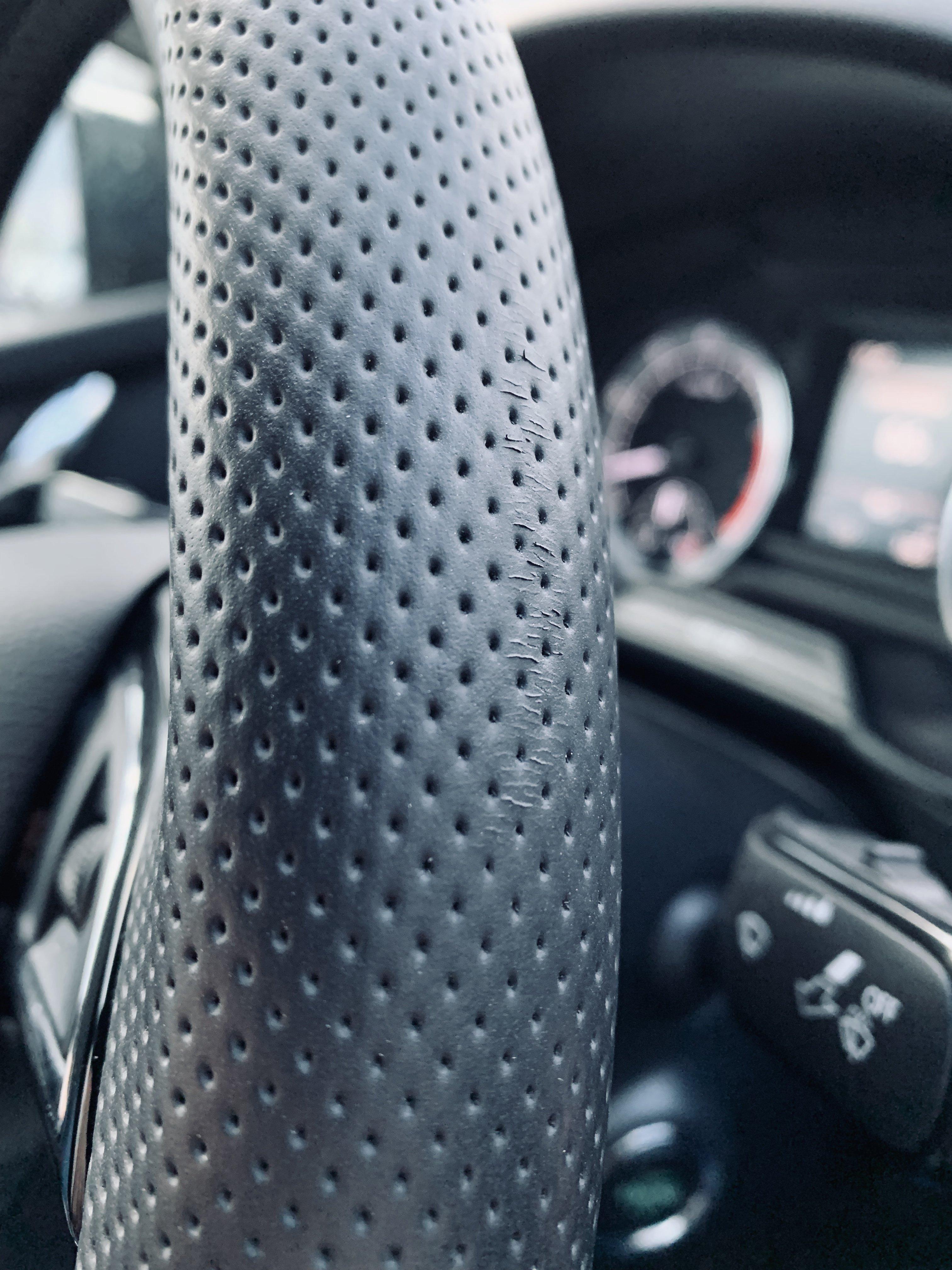 """How to fix steering wheel """"scratch"""" - Skoda Octavia Mk III"""